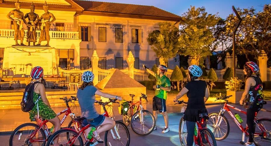 night tour around chiang mai by bike