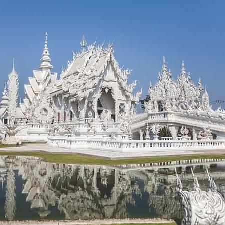 white temple chiang rai from chiang mai