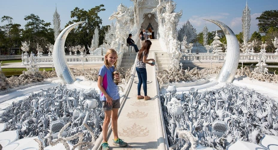 white temple tour from chiang rai