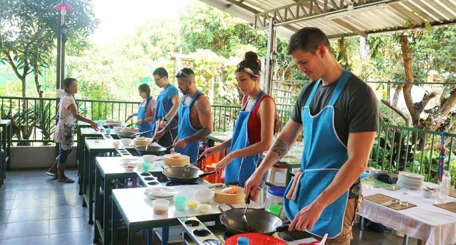 organic cooking school in chiang mai tour