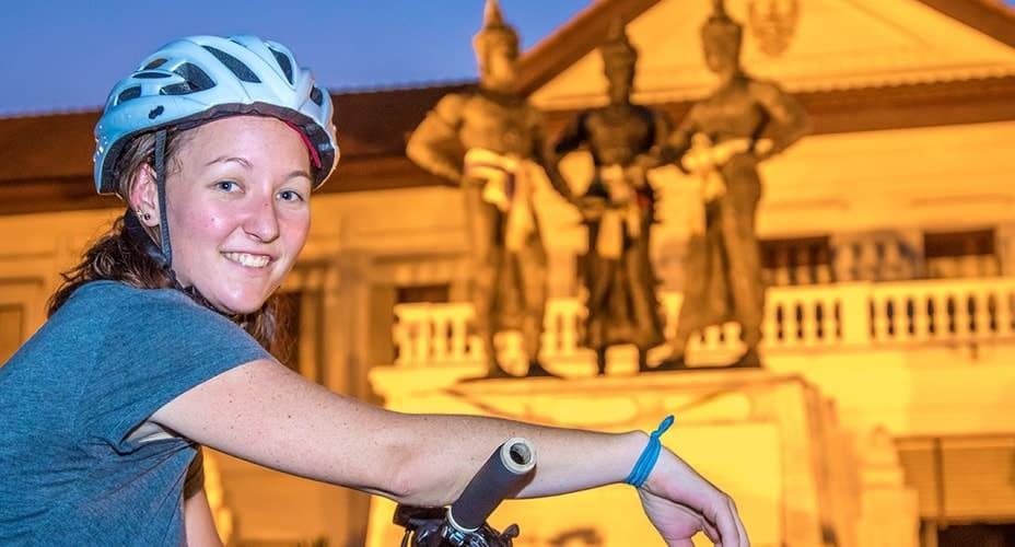 night bike tour around historic chiang mai